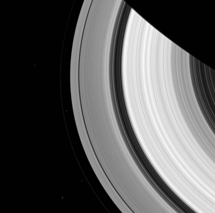 Спутники Сатурна: Пандора, Прометей, Янус и Эпиметей.