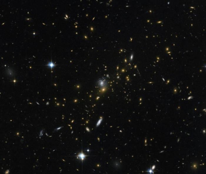 Скопление галактик MACS J0454.1-0300.