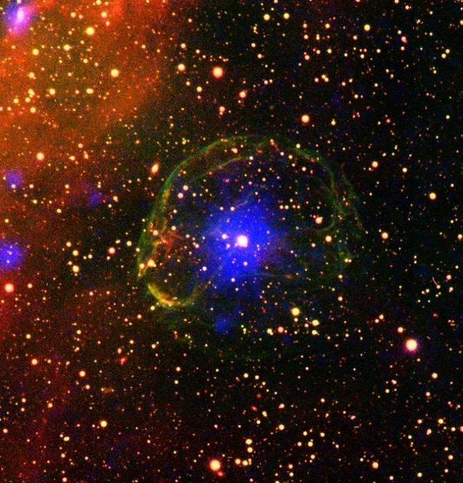 Пульсар SXP 1062 внутри оболочки газа, образовавшейся в результате взрыва сверхновой.