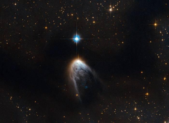 Звезда IRAS 14568-6304 и ее хвост.
