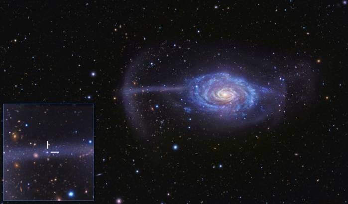 Спиральная галактика Зонтик (NGC 4651).