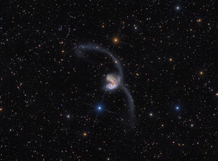 Потрясающий снимок взаимодействующих галактик Галактики Антенн от астронома-любителя из Новой Зеландии CVAVR AVR CodeVision cvavr.ru
