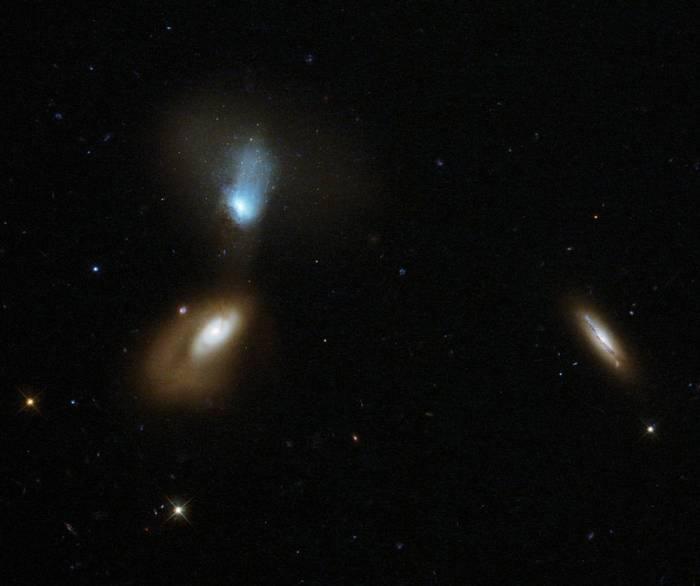 Взаимодействующие галактики Zw I 136.