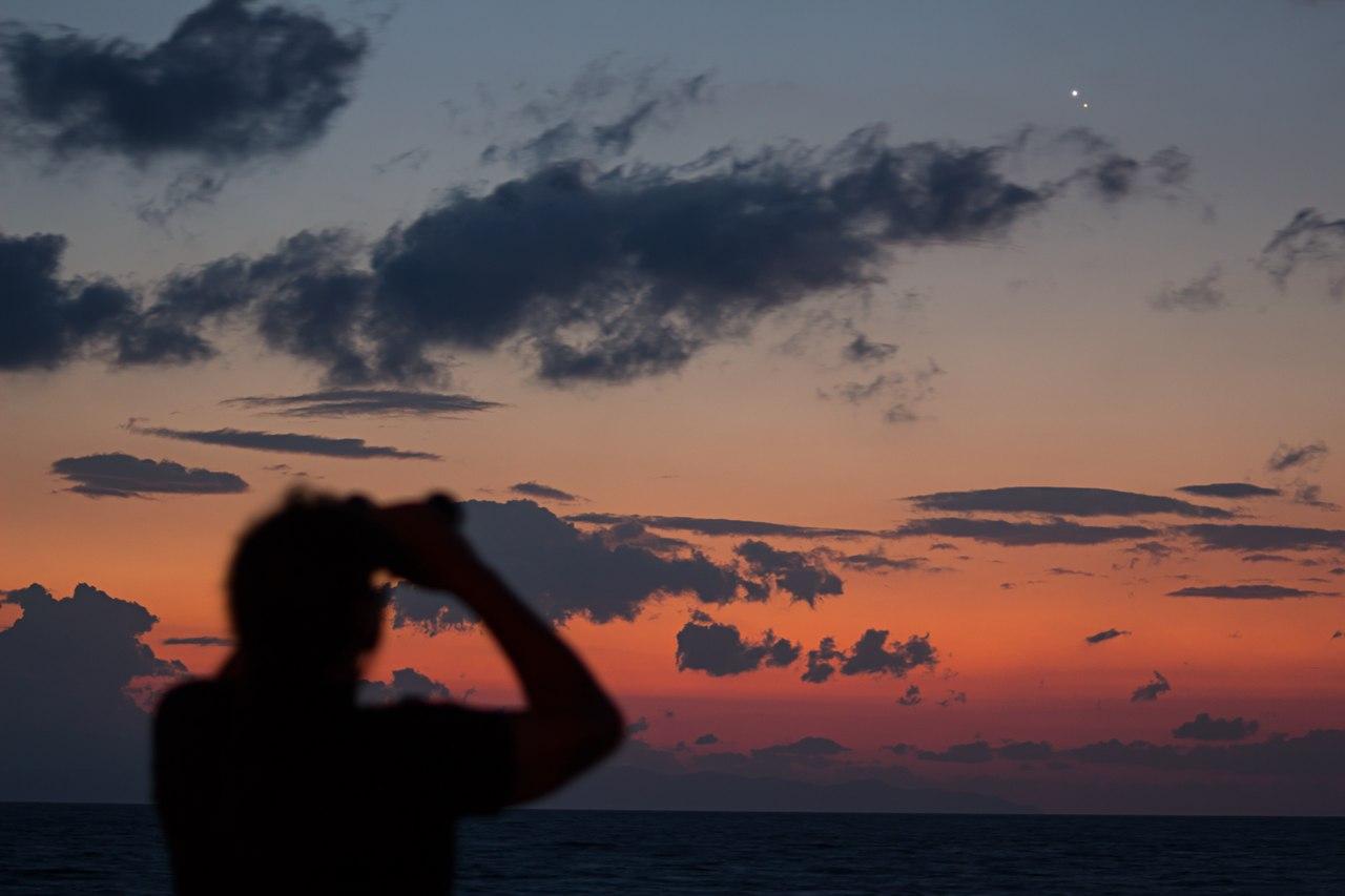 Снимки соединения Юпитера и Венеры со всех концов света: https://kosmos-x.net.ru/news/snimki_sblizhenija_jupitera_i_venery_so_vsekh_koncov_sveta/2014-08-18-3307