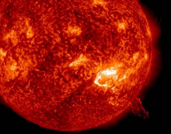 Вспышка на Солнце класса X1.8 20 декабря 2014 года.