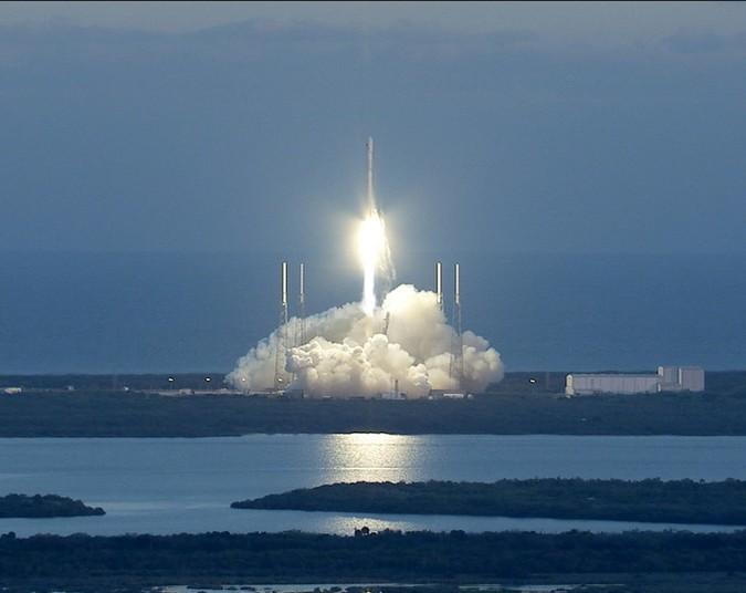 Пуск ракеты-носителя Falcon 9.