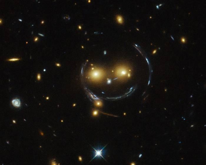Гравитационная линза в скоплении галактик SDSS J1038 + 4849.