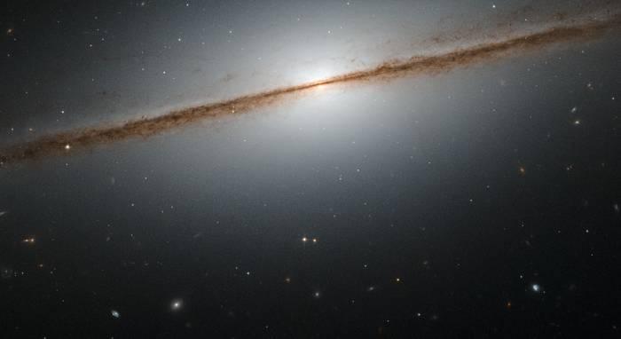 Галактика NGC 7814 - «Маленькая Сомбреро».