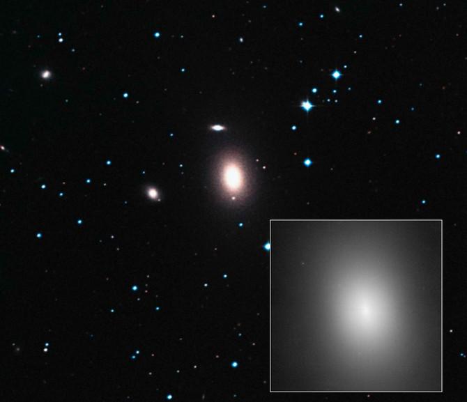 Эллиптическая галактика NGC 1600.