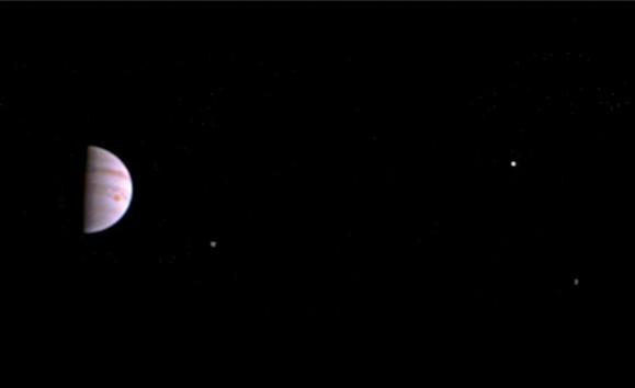 Juno сообщил наЗемлю первые кадры Юпитера