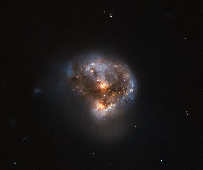 Галактика IRAS 16399-0937.