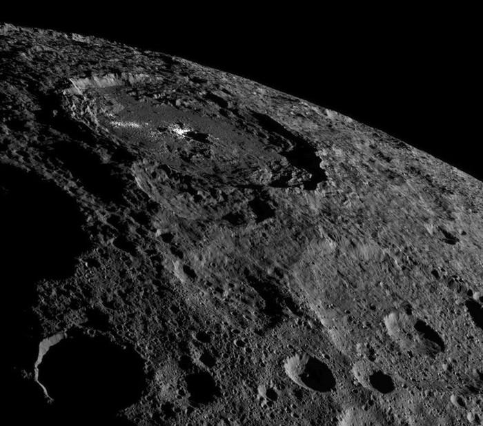 Новые изображения миниатюрной планеты Церера