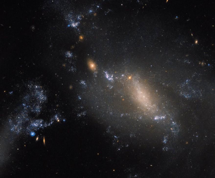 Телескоп Hubble сделал уникальные фотографии спиральной галактики NGC 1448