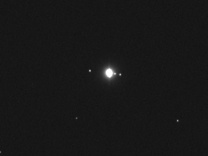 НАСА показала крупнейшую луну Солнечной системы сочень глубокими океанами