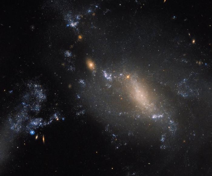 Взаимодействующие галактики NGC 3447.