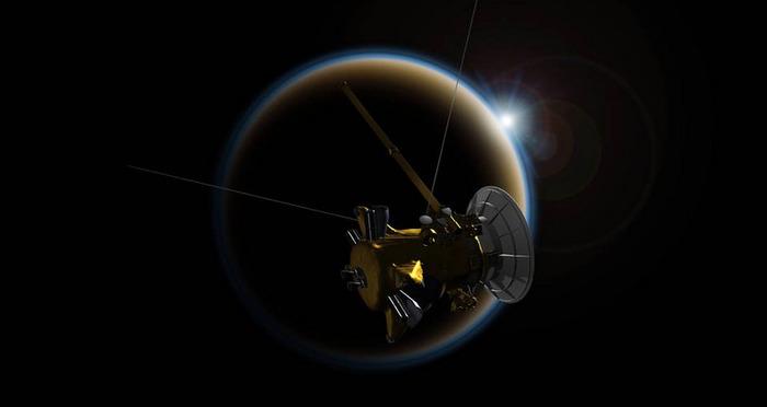 «Кассини» рядом с Титаном.