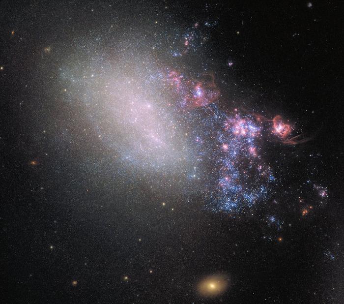Галактика неправильной формы NGC 4485.