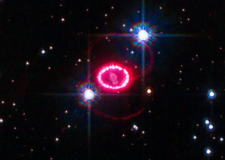 Сверхновая SN 1987A. Фото NASA, ESA, K. France (University of Colorado, Boulder), and P. Challis and R. Kirshner (Harvard-Smithsonian Center for Astrophysics)