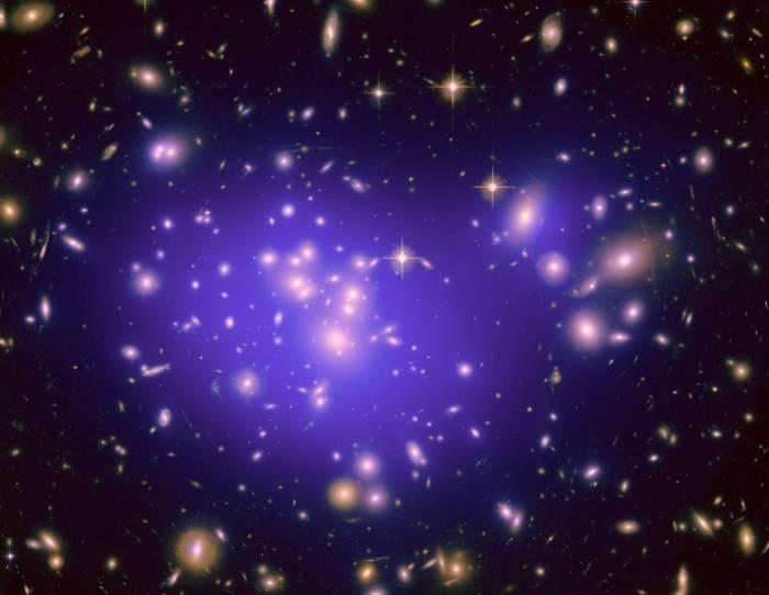 Галактическое скопление Abell 1689. Фото NASA/CXC/MIT/E/STScI