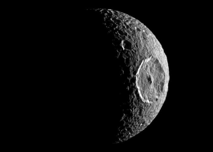 Спутник Сатурна Мимас. Фото NASA/JPL/Space Science Institute