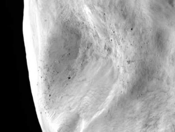 Поверхность астероид 21 Лютеция крупным планом . Фото ESA 2010 MPS for OSIRIS Team MPS/UPD/LAM/IAA/RSSD/INTA/UPM/DASP/IDA
