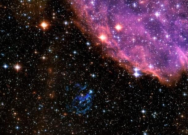 Область звездообразования N76 и сверхновая E0102. Фото NASA, ESA and the Hubble Heritage Team STScI/AURA)