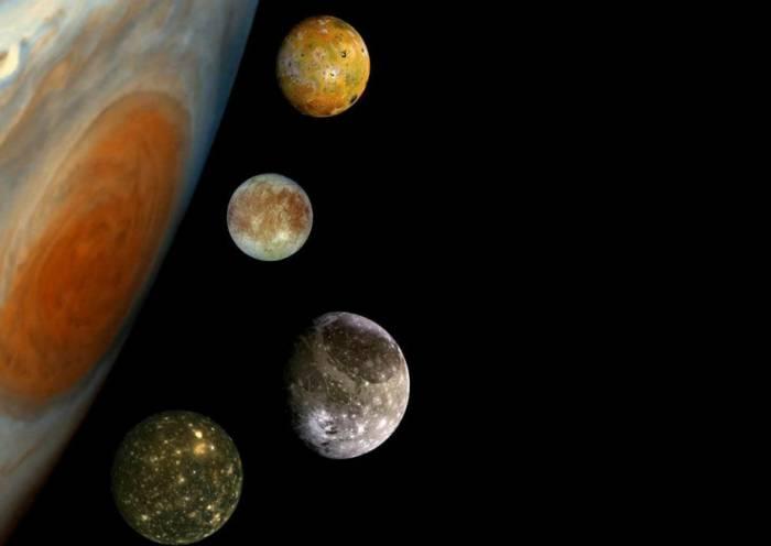 Юпитер и его самые известные спутники. Сверху вниз: Ио, Европа, Ганимед и Каллисто. Иллюстрация NASA