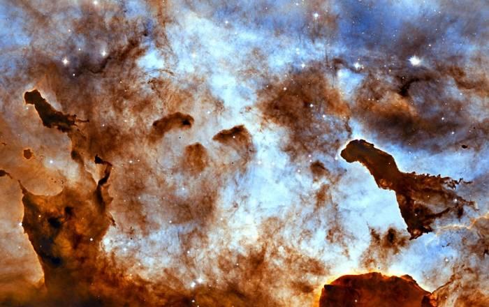Гигантские столбы газа в туманности Киля. Фото NASA, ESA, and the Hubble Heritage Project (STScI/AURA)
