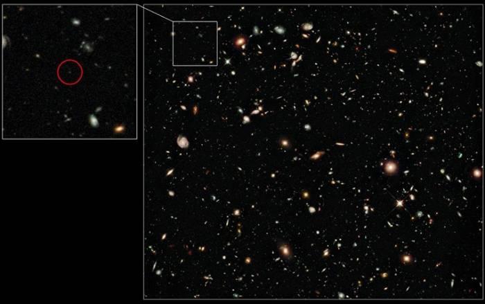 Слабая точка в правом квадрате – галактика UDFy-38135539. Такой ее увидел космический телескоп «Хаббл»