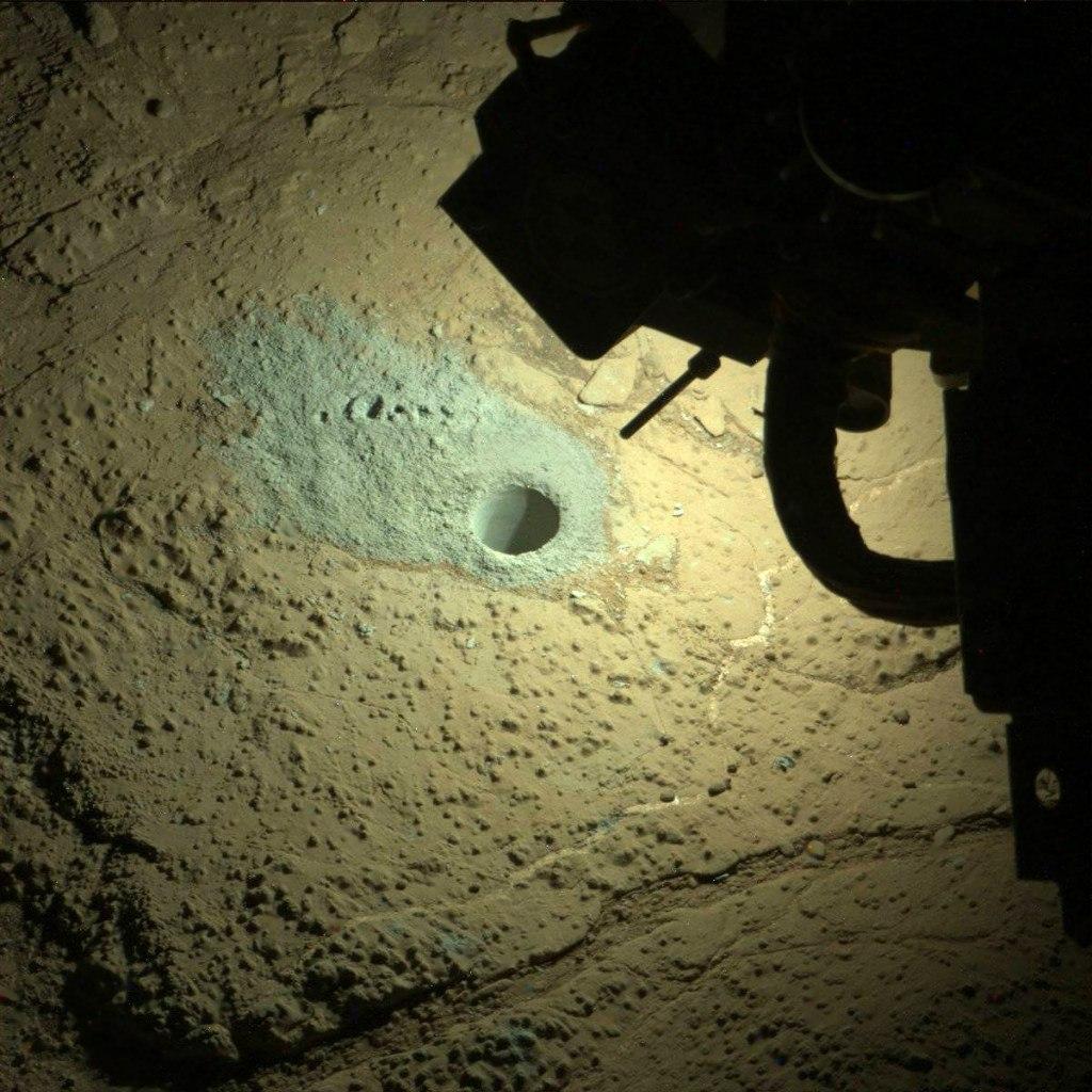 Снимки Марса, снятые в темное время суток (8 фото)