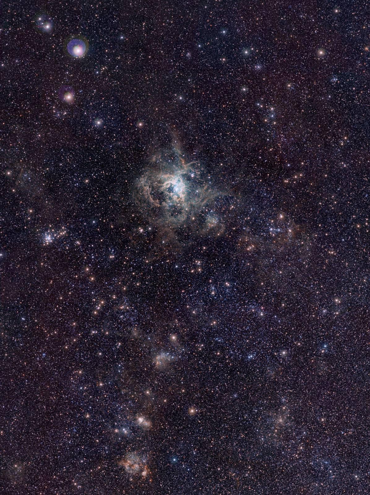 Туманность 30 Золотой Рыбы и окружающее ее пространство. Фото ESO/M.-R. Cioni/VISTA Magellanic Cloud survey. Acknowledgment: Cambridge Astronomical Survey Unit