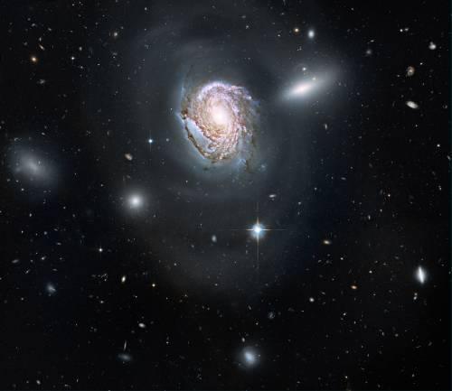 """Галактика NGC 4911 глазами телескопа """"Хаббл"""". Фото NASA, ESA, and the Hubble Heritage Team (STScI/AURA)"""