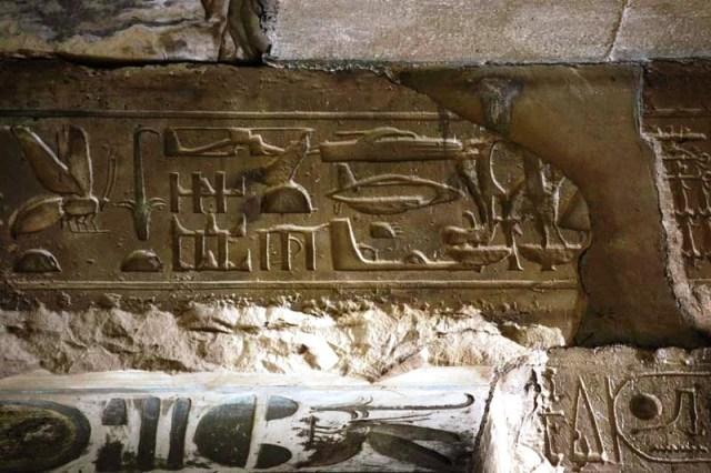 Иероглифы из храма Сети I в Абидосе.